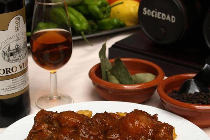 Rabo de Toro Cordobes al Oloroso Montilla plato sin Gluten para nuestros amigos celiacos comer en Cordoba un Restaurante tipico Sociedad Plateros Maria Auxiliadora